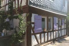 Fensterläden aufbereitet mit Lavendel Farben