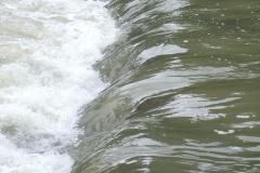 Wasser und Steine der Emme